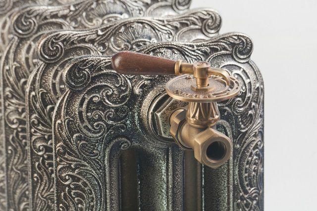 Оригинальный чугунный радиатор с рельефным литьем