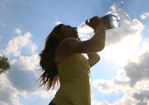 beber-agua-catarro-hidratacao-otorrinos-curitiba