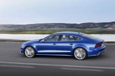 2015-Audi-S7-11