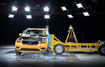 New Volvo XC40 – Crash Test side impact – from front