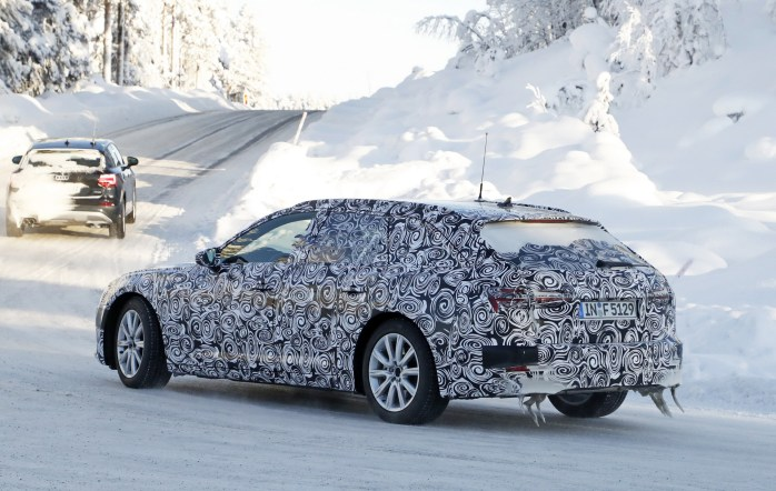 audi-a6-avant-spied-inside-out-10