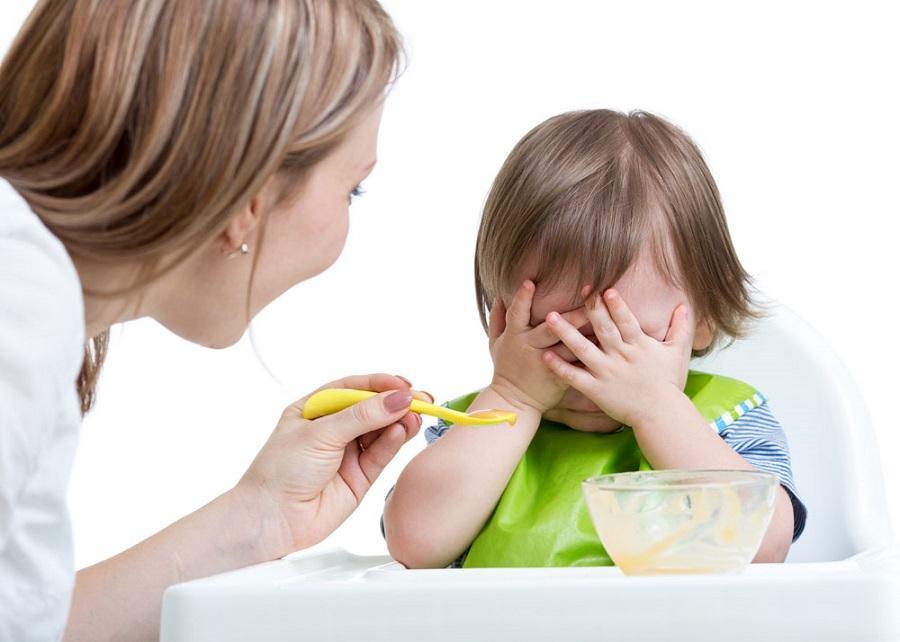 Почему после еды ребенок. Почему ребенка тошнит после еды? Сочетания с другими симптомами