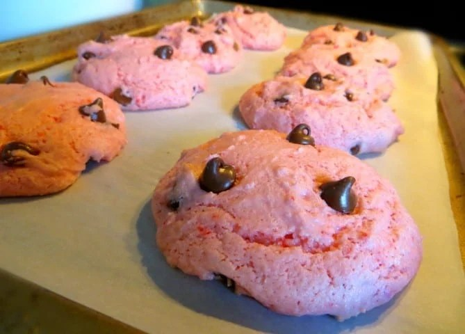 Strawberry Chocolate Chip Cookies cooking