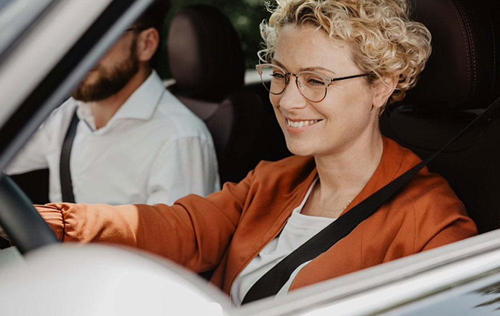 Occhiali per la guida: le lenti migliori per guidare in sicurezza.