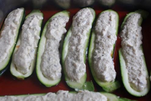 Zucchinischiffchen in Tomatensoße, schnelle Küche, Kochen für Studenten, fettarm, preiswert, Zucchini, Rezept, Kochen für Gäste, vegan, schnelle Tomatensoße