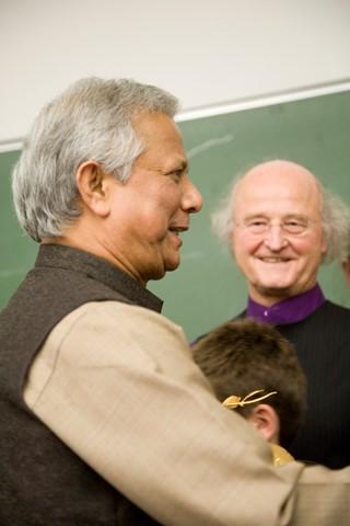 ...bei einem Treffen mit Mohammed Yunus
