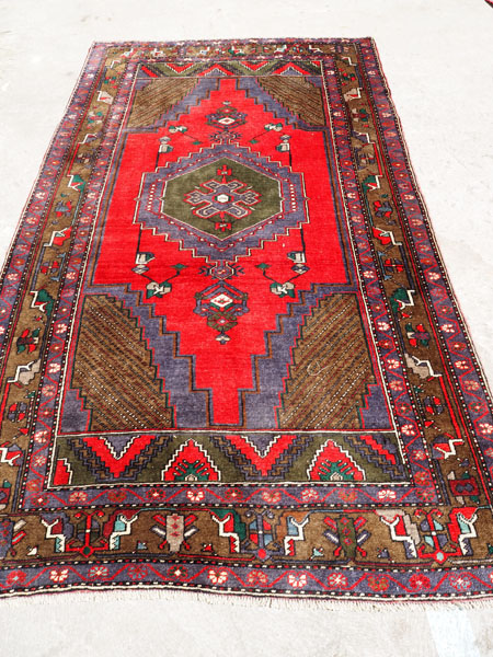 Hand made double knotted wool on wool Turkish carpet from Yahyali Zille ('Fly Design), approximately 20 years old