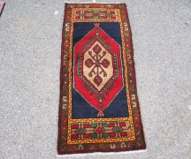 Double knotted hand made wool on wool Turkish carpet from Taspianar. Approximately 40 - 50 years old