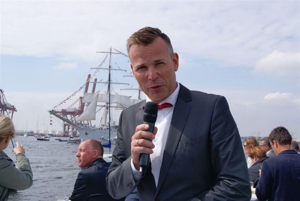 Commentator tijdens de Sail-in van Sail 2015