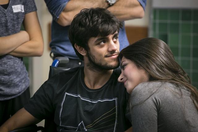 Cobra (Felipe Simas) e Jade (AnaJu Dorigon) (Foto: Globo/Paulo Belote)