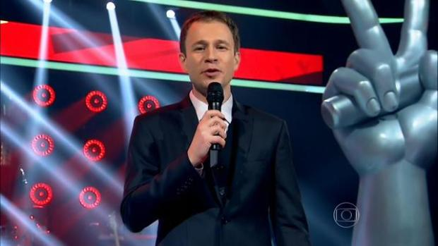 """Tiago Leifert no comando do """"The Voice Brasil"""" 2015 (Foto: Reprodução/Globo)"""