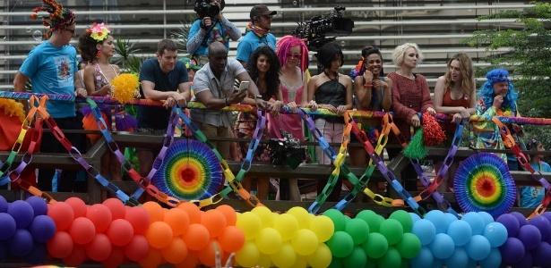 Resultado de imagem para fotos de sense8 na parada gay