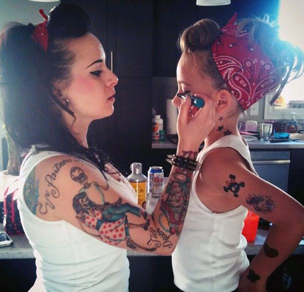 мама и её принцесса-дочка