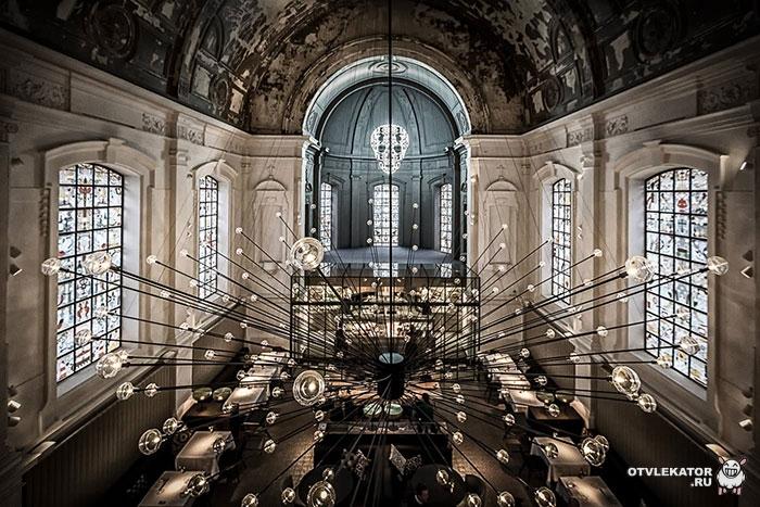 ресторан в отреставрированной церкви