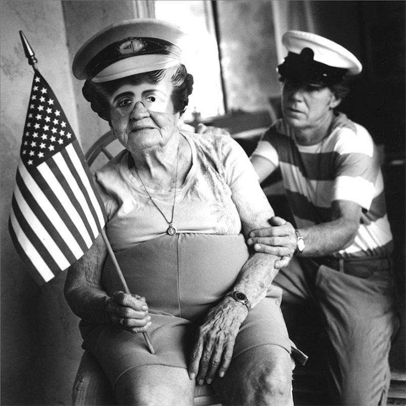 фотографии по мотивам детских кошмаров:мужчина и женщина в фуражках и с флагом