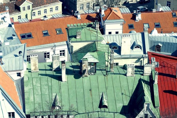 Oglądanie dachów miasta i zaglądanie na balkony ludzi to jedna z fajniejszych rzeczy, gdy już wejdziemy na wysoką wieżę...
