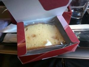 グランクラスのお菓子はパウンドケーキでした。