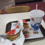 Wendy'sのハンバーガー、ポテト、飲み物