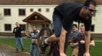 Il tente un saut en vélo et se retrouve KO