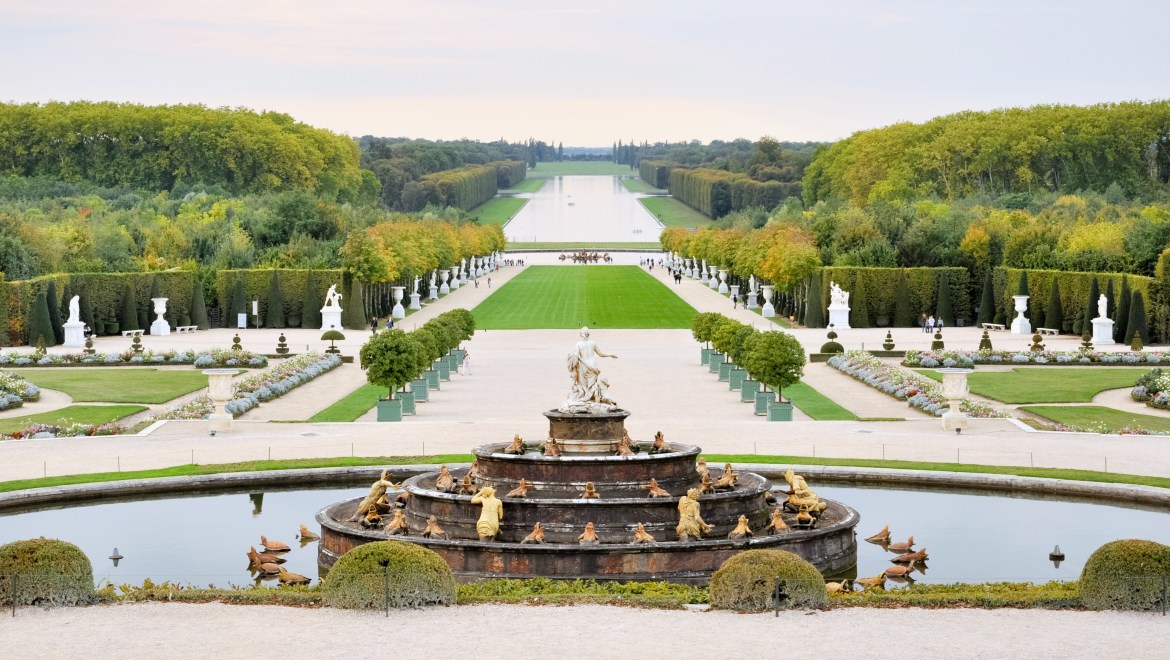 Versailles_view_from_the_Parterre_d'eau_Fotor
