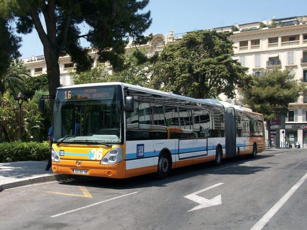 尼斯市區公車