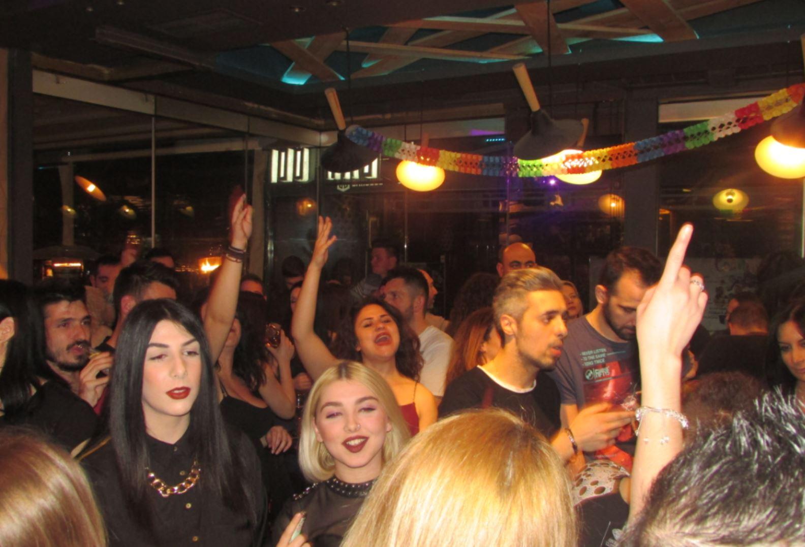 Tριαντάφυλλος …και η διασκέδαση στο Barcode, στην Κοζάνη, το βράδυ της Τετάρτης 22/2, «χτύπησε» κόκκινο!