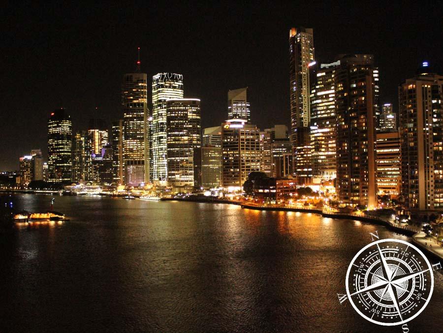 """Skyline bei Nacht von der """"Story Bridge"""""""