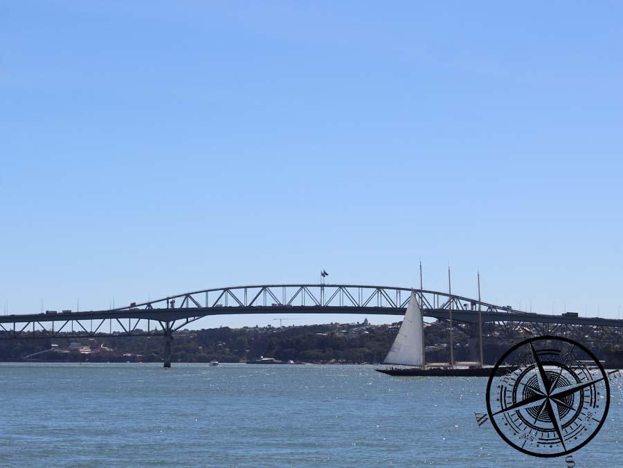 Blick zur Auckland Harbour Bridge