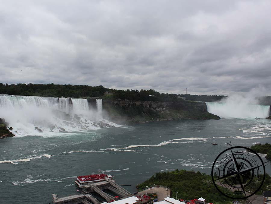 Das Hornblower Schiff ist scho gut besucht und bester Blick auf die Wasserfälle!