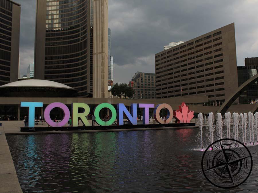 """Am Nachmittag kamen wir nochmal beim """"Toronto Sign"""" vorbei"""