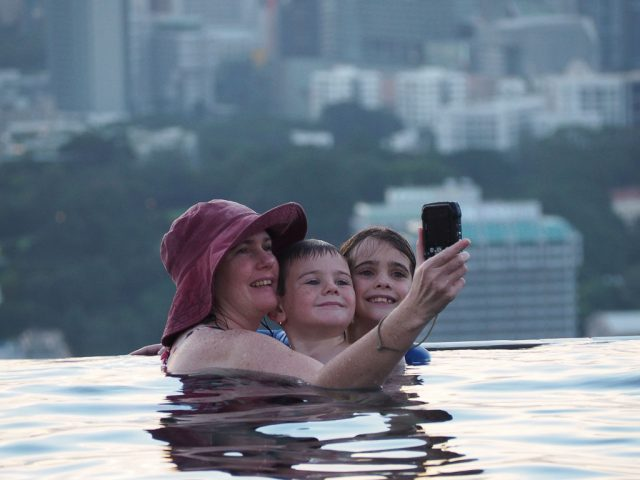 Selfies with the little ones at the infinity pool, Marina Bay Sands