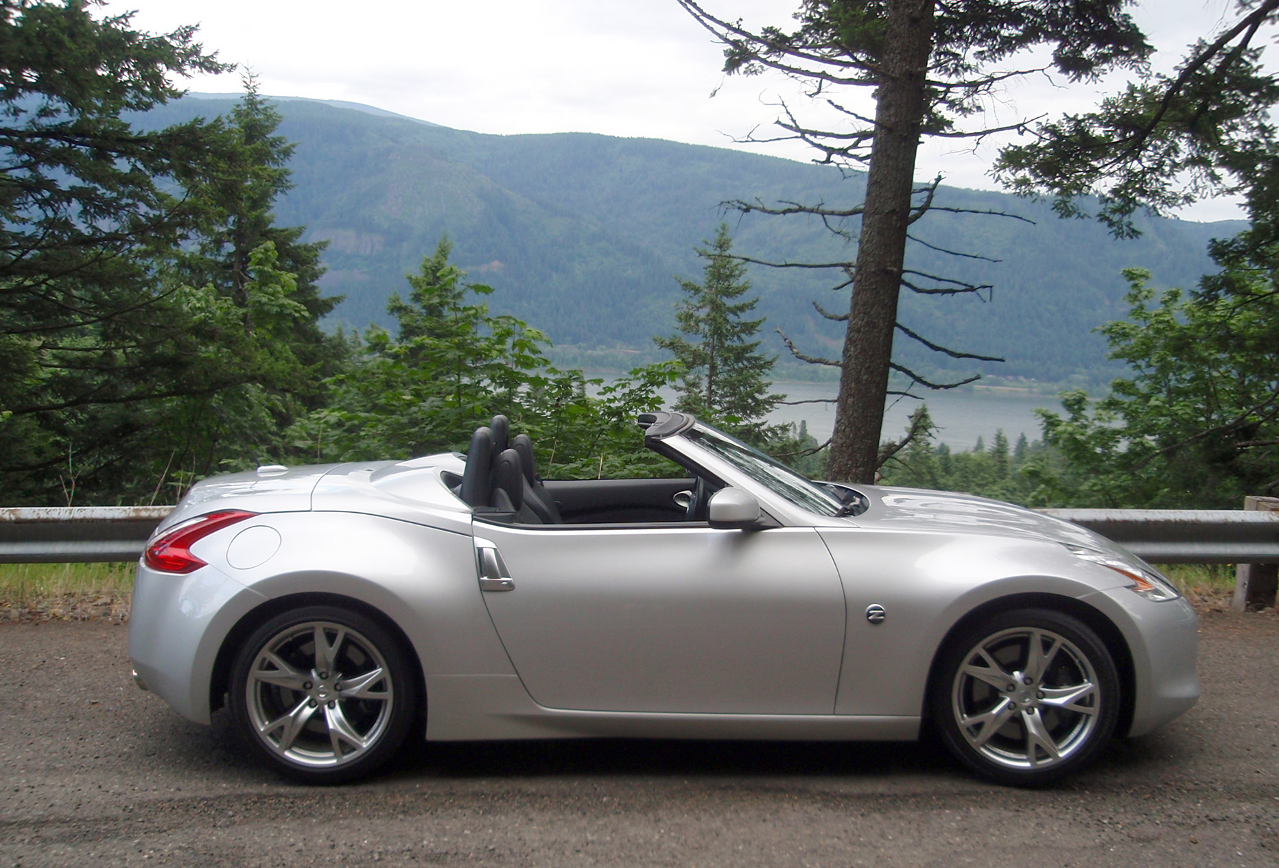 wheel parkway trim nissan convertible img touring luxury select option sport buildandprice rear dr manual drive color at