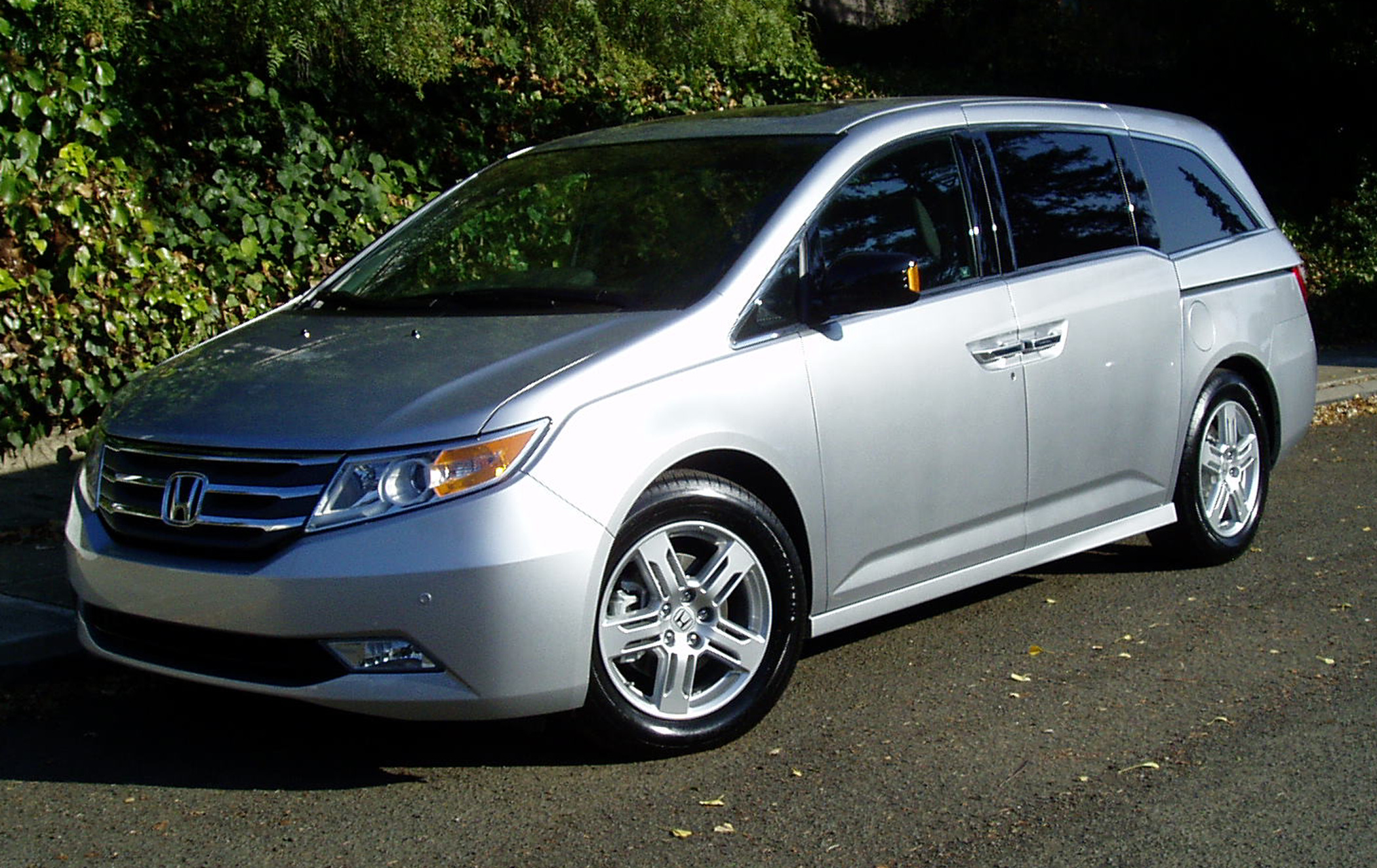 test drive 2012 honda odyssey touring elite our auto expert. Black Bedroom Furniture Sets. Home Design Ideas