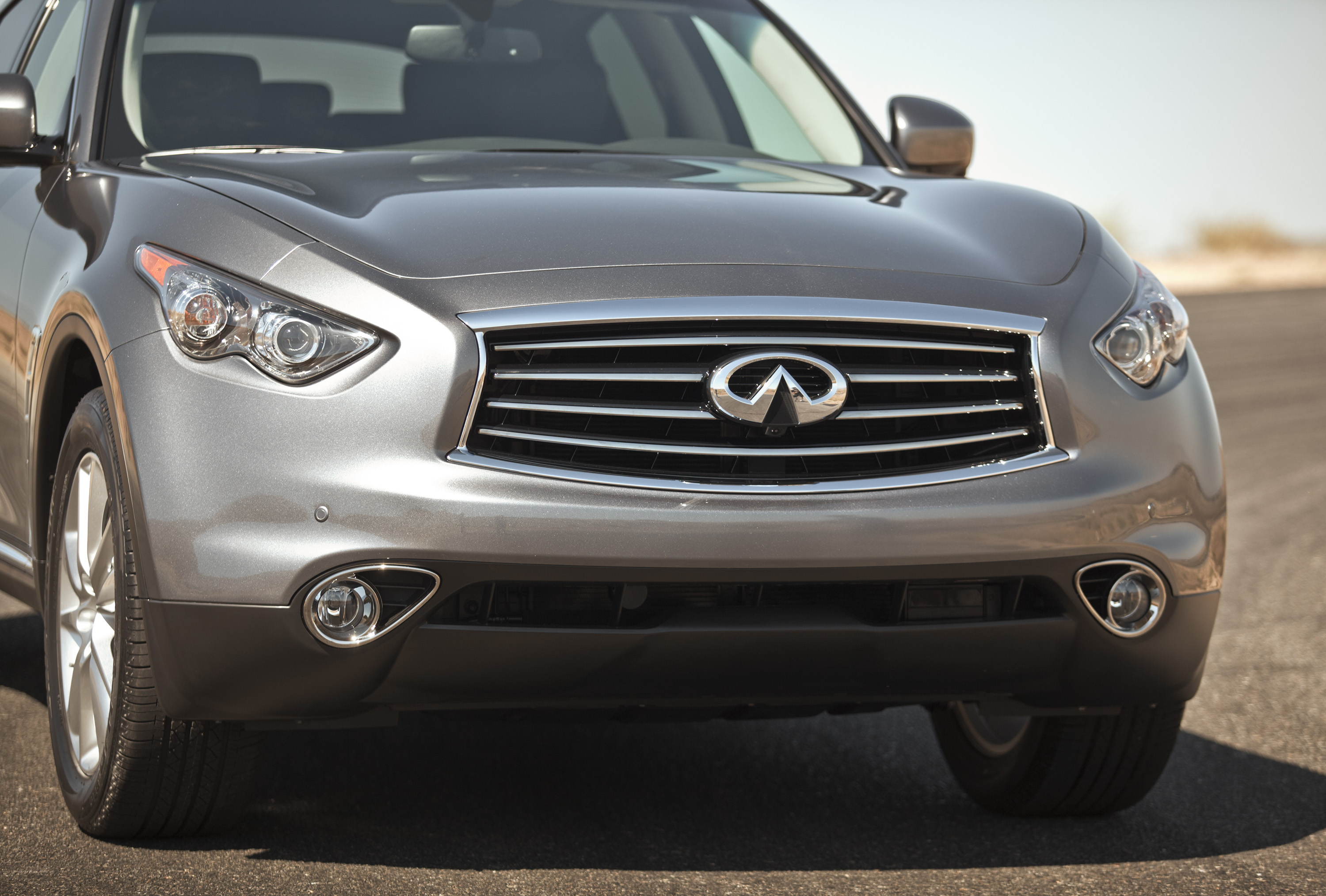 2013 infiniti fx37 front view