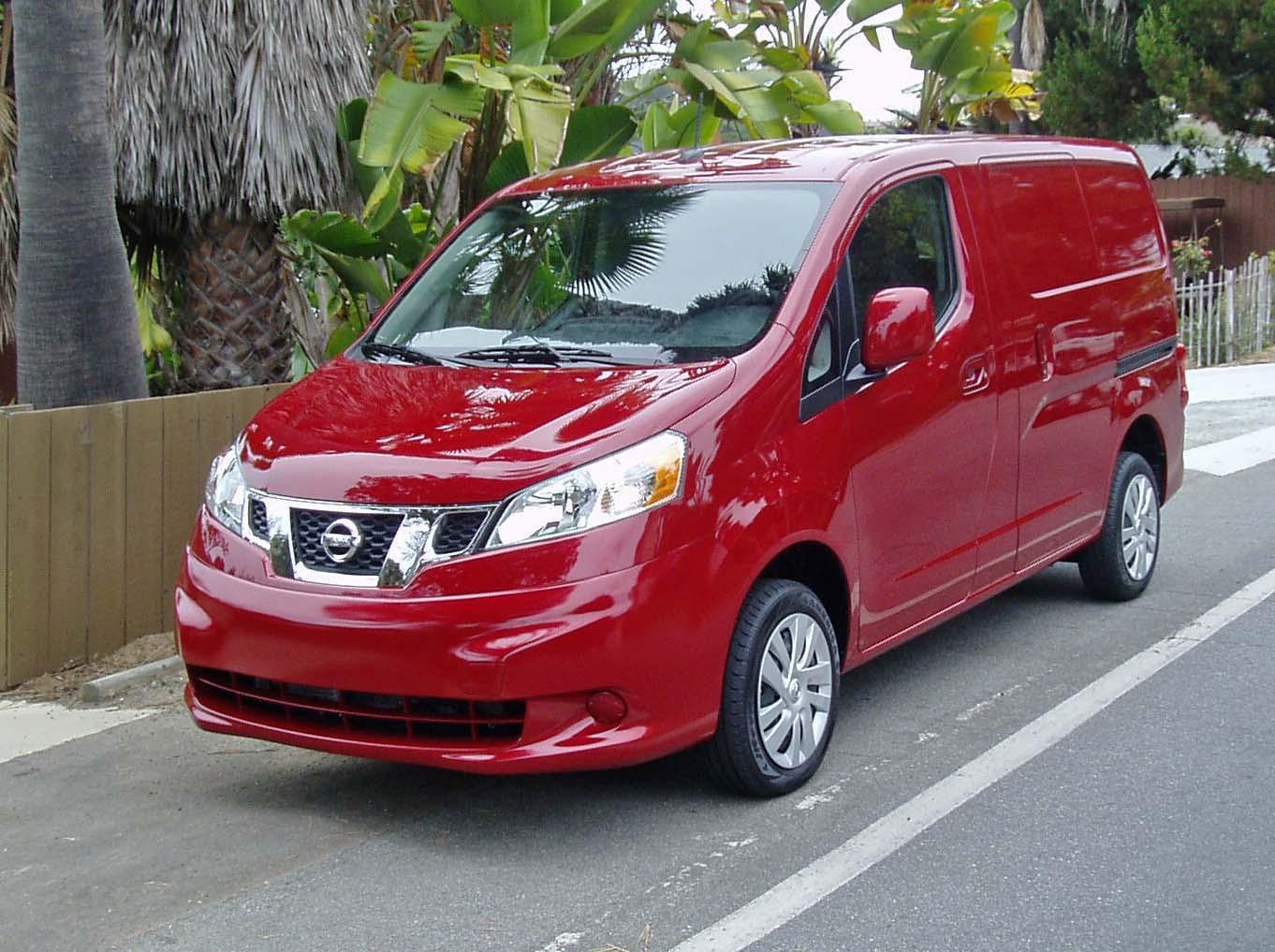 2013 nissan nv200 compact cargo van test drive our auto expert. Black Bedroom Furniture Sets. Home Design Ideas