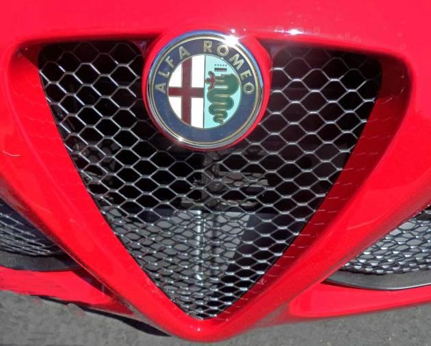 Alfa-Romeo-4C-Grille