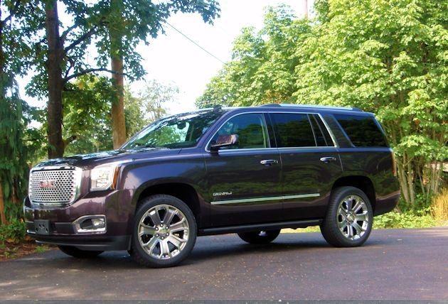 2015 GMC Yukon Denali side