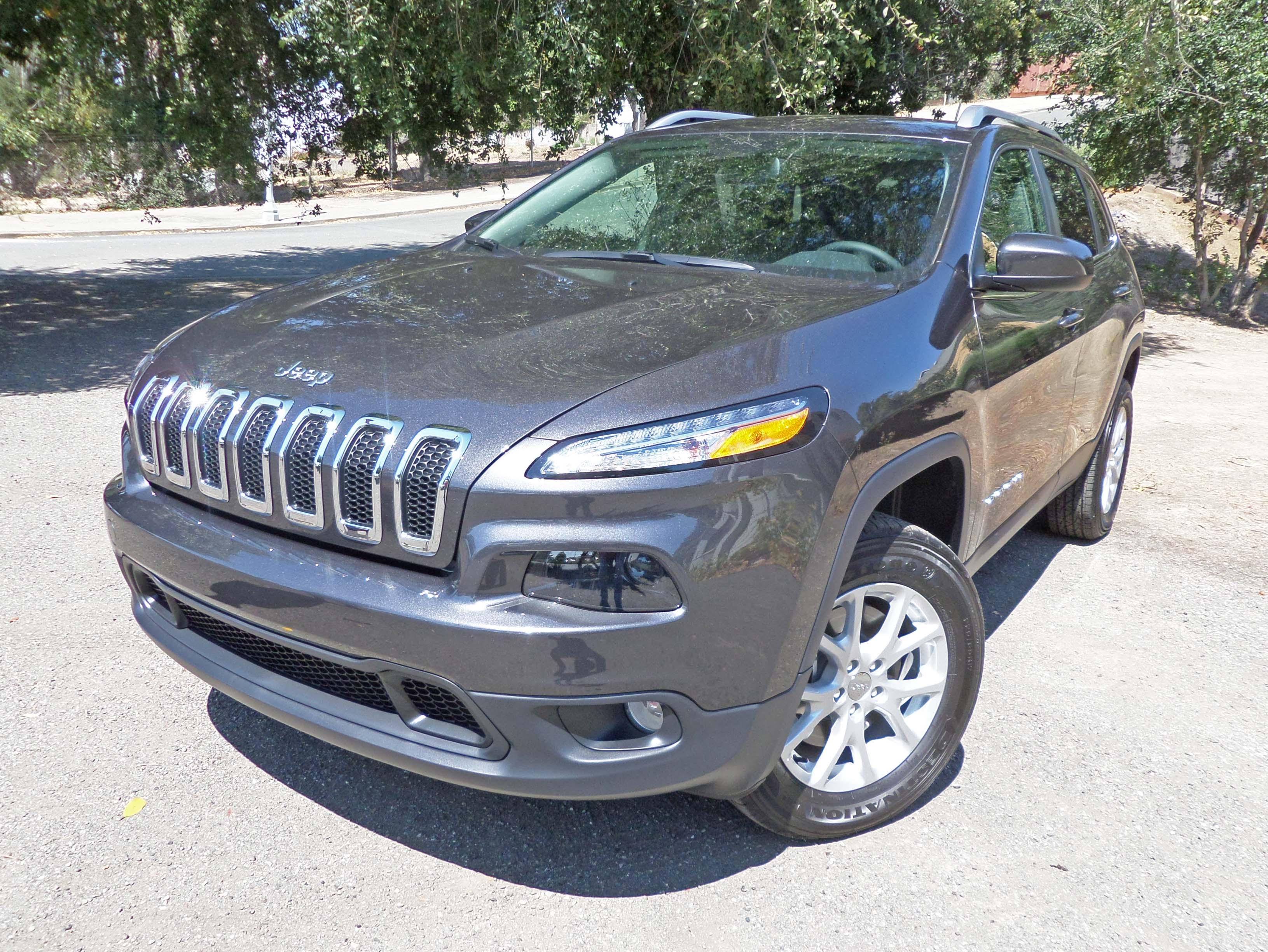 2014 jeep cherokee latitude 4 4 test drive our auto expert. Black Bedroom Furniture Sets. Home Design Ideas