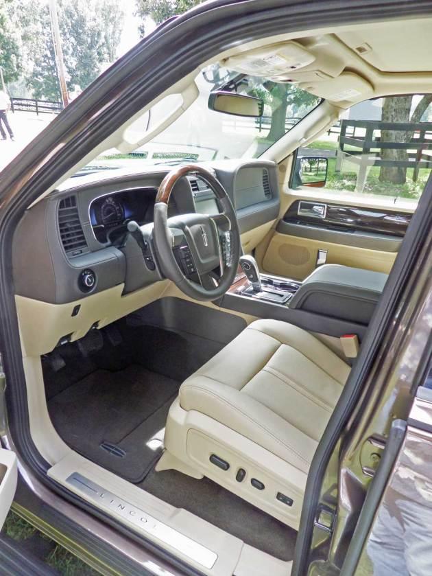 Lincoln-Navigator-Int