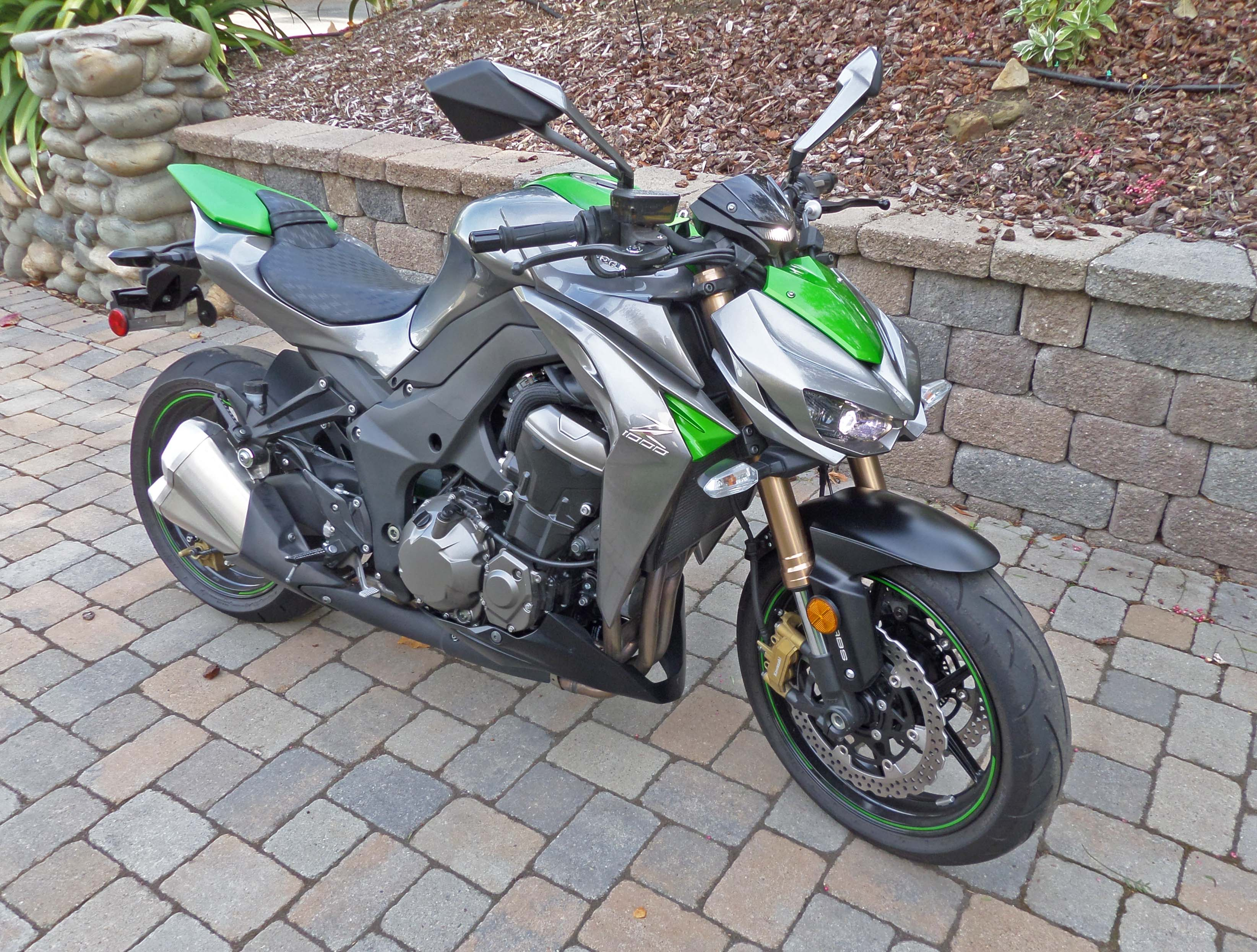 2015 kawasaki z1000 abs test ride our auto expert. Black Bedroom Furniture Sets. Home Design Ideas