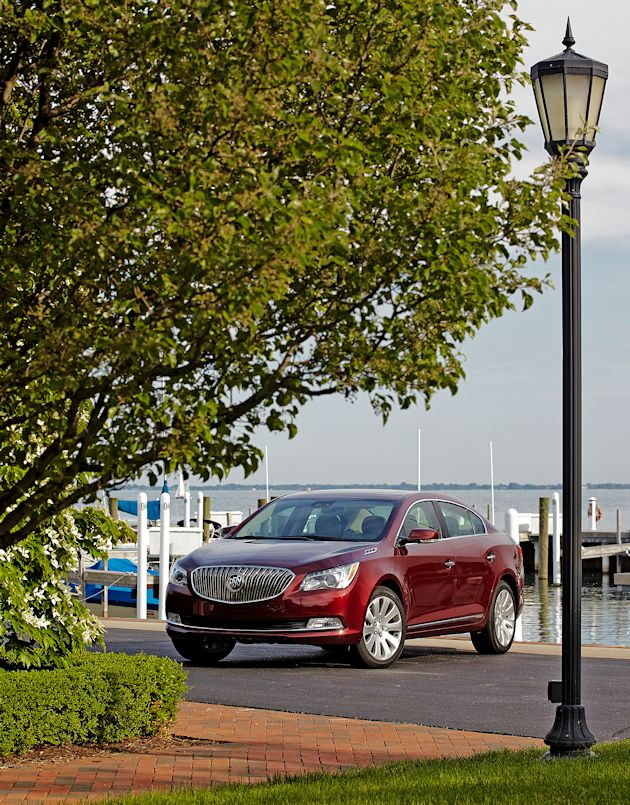2015 Buick LaCrosse front