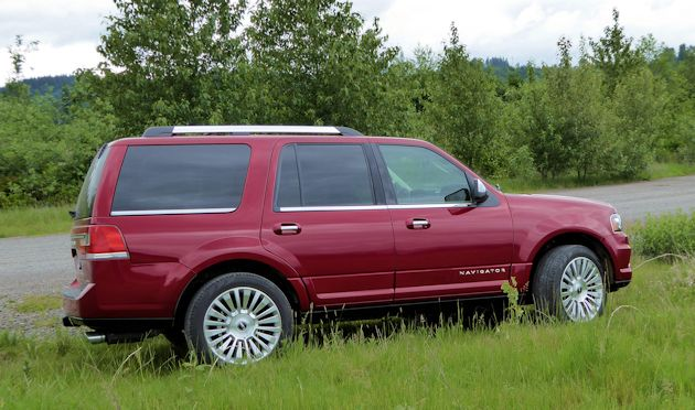 2015 Lincoln Navigator side