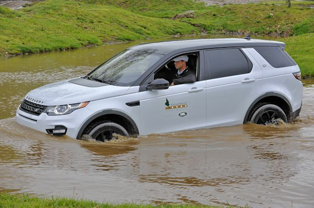 b2015 Land Rover Discover swimming