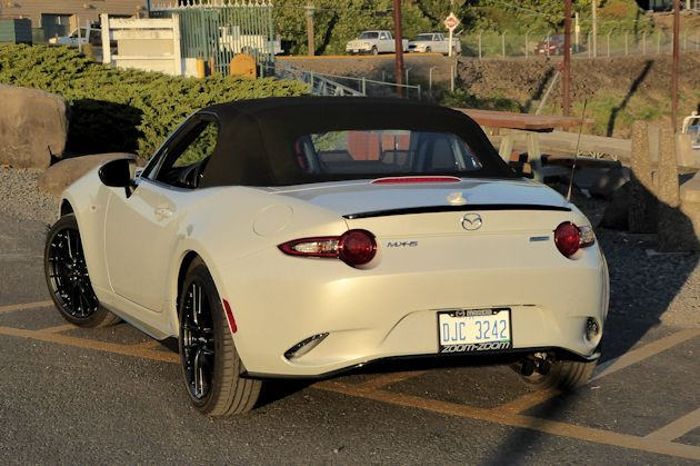 2016 Mazda MX-5 rear top up