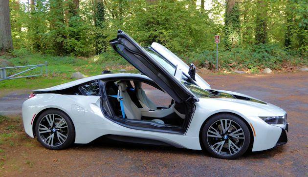 2016 BMW i8 side-open