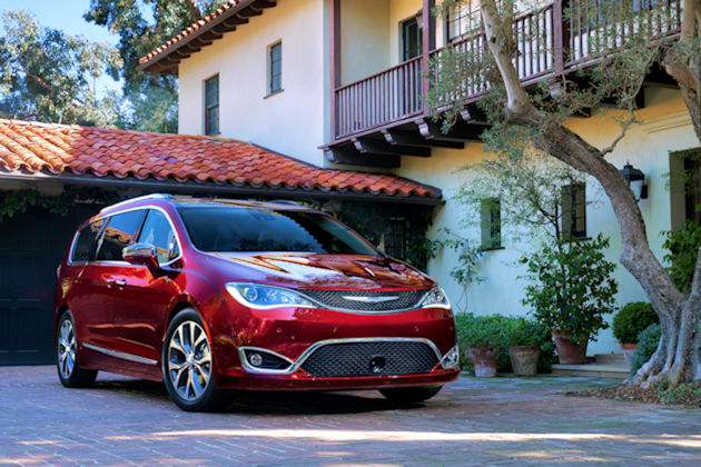 2017 Chrysler Pacifica front