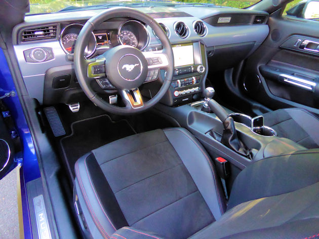 2016-ford-mustang-gt-coupe-dash