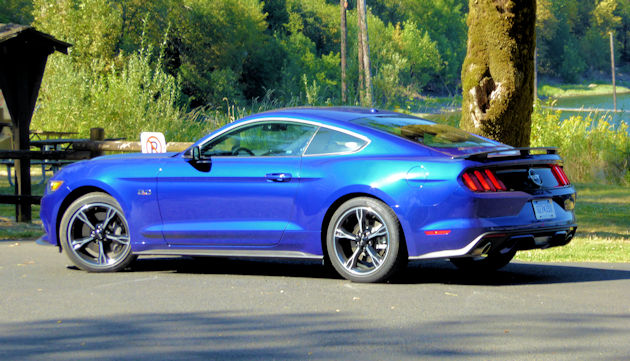 2016-ford-mustang-gt-coupe-rear-q