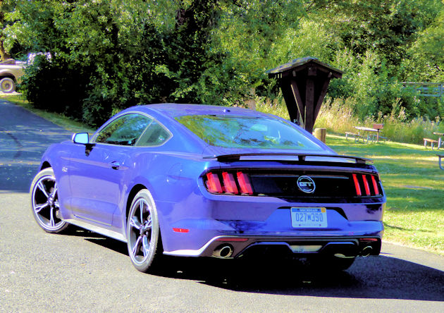 2016-ford-mustang-gt-coupe-rear