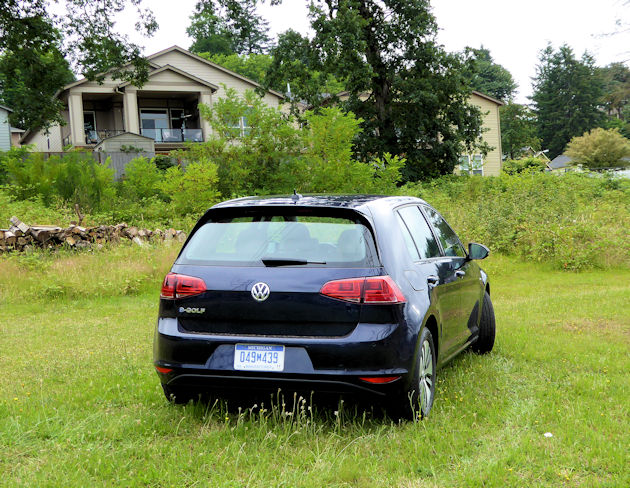2016-volkswagen-egolf-rear